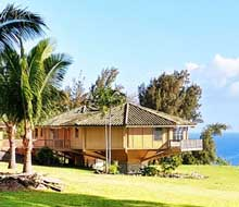 Hawaiian mountainside prefab pedestal home by Topsider Homes