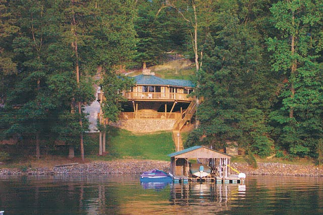 Pedestal lake house built in North Carolina